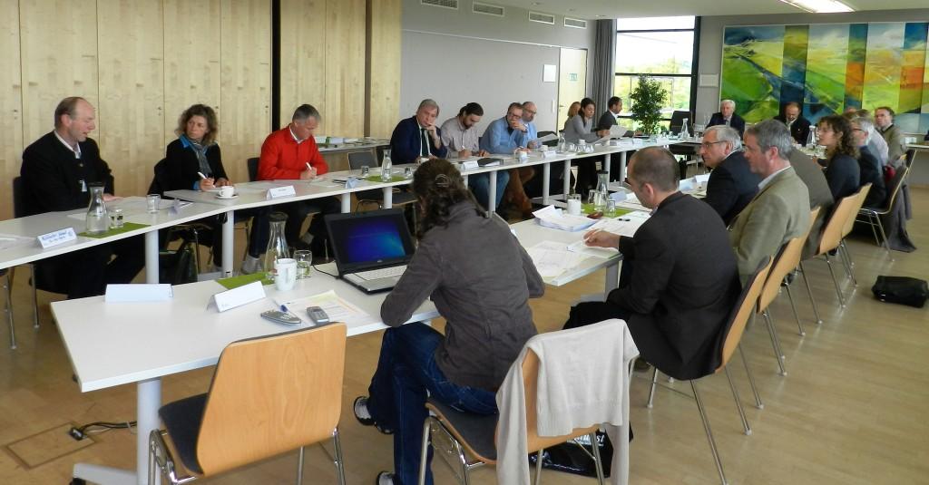 Gut zu sehen, wie alle Teilnehmer dieses Treffens unserem Obmann Franz Keil aufmerksam zuhören.