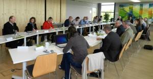 Hier hören höchste Bayrische Beamte, Experten und Vertreter von Bildungseinrichtungen auf die Tipps von unserem Obmann