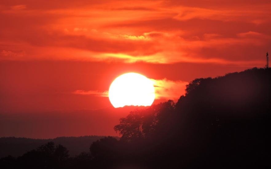 Sonnenuntergang am 13.06.2015 in Feichten bei Berndorf, nur ein paar Minuten später nachdem die Sonne über dem Haunsberg untergegangen ist.