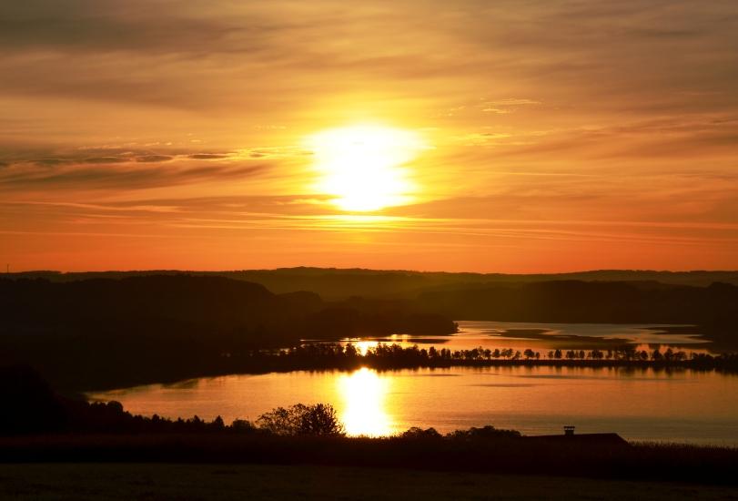Sonnenaufgang über dem Obertrummersee und Mattsee, vom 02.06.2015