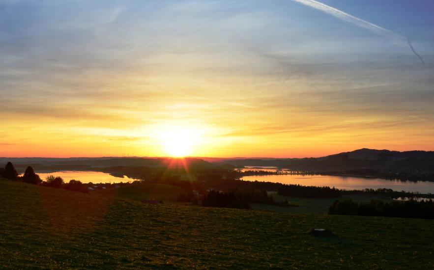 Sonnenaufgang über dem Grabensee, Obertrummersee und Mattsee fotografiert am 12.05.2015