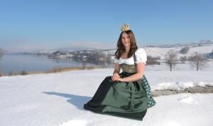 Unsere Heukönigin Lorena diesmal als Schneekönigin beim Fotoshooting im Winter