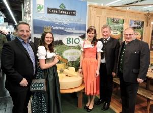 Biofach-Nürnberg-mit-Neuhofer Karl Käsekönigin Rosa -und-Landesrat- Erich Schwärzler-aus-Voralberrg.jpg