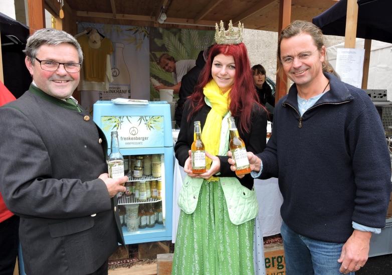 Frenkenberger Hanfprodukte schmecken der Heukönigin und dem BBK Obmann