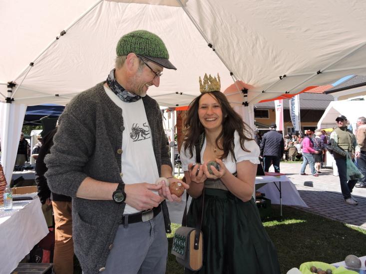 Lorena mit dem Kugelmühler Paul Herbst und seinen im Teufelsgraben gemahlenen Kugeln