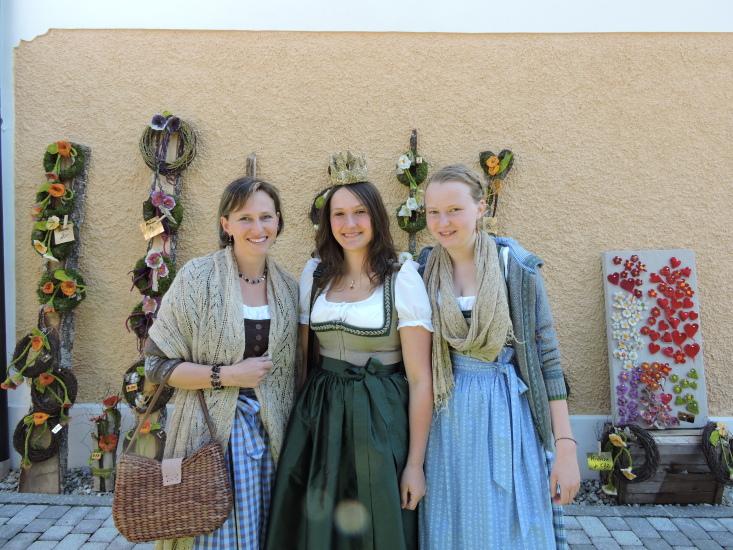 Blütenfest in Seeham 2015 mit Lorena Rosenstatter Monika und ihrer Tochter