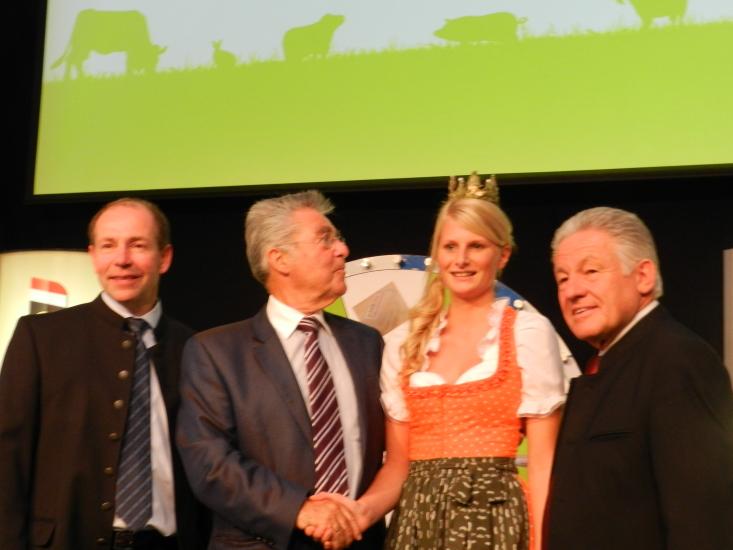 OÖ Landesrat Max Hiegelsberger, Bundespräsident Dr. Heinz Fischer, Heukönigin Isabella und Landeshauptmann OÖ Josef Pühringer