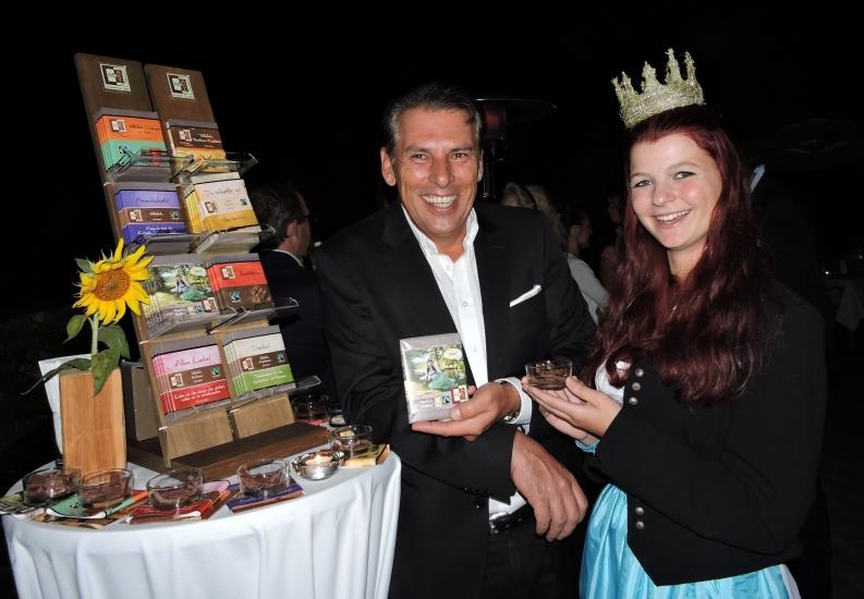 ORF Chefredakteur Gerd Schneider mit Königin Maria aus der Bio-Heu-Region