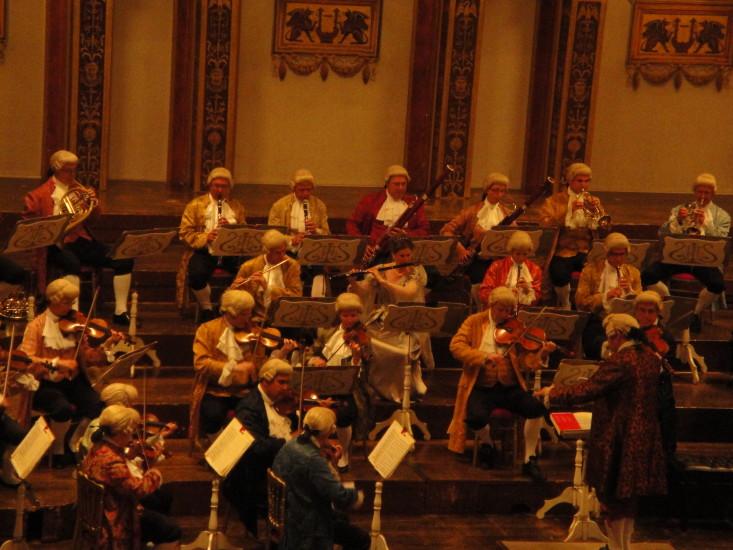 Wiener Mozart Orchester mit Karin Leitner (Flöte)
