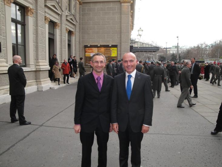 Hier mit meinem obersten Chef - Verteidigungsminister Gerald Klug - Jeder von uns hat die Möglichkeit selber in die Politik einzusteigen, als ständig über die Politker zu schimpfen.