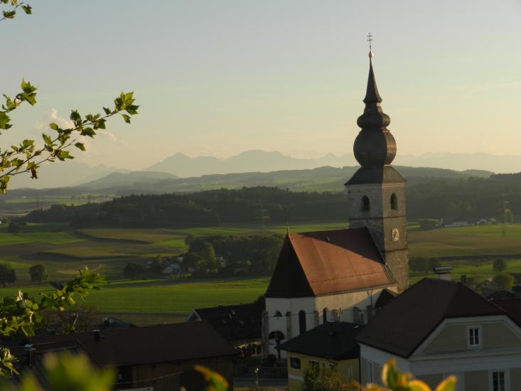 Hier der Blick auf die Kirche von Kirchberg und Umgebung