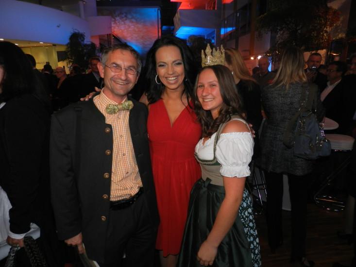 Heukönigin Lorena mit Petra Frey und Helmut Mühlbacher gemacht von BM Andrä Rupprechter
