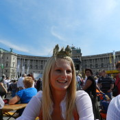 Heukönigin Isabella vor der Hofburg