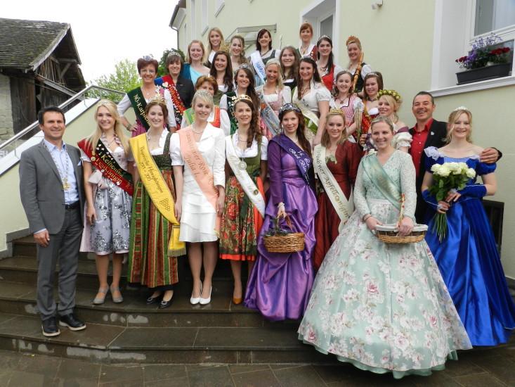 Gruppenbild nach der Vorstellung der jeweiligen Königinnen und ihrer Regionen