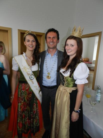 Unsere Gastgeber - Apfelkönigin Judith und Bürgermeister mit Franziska