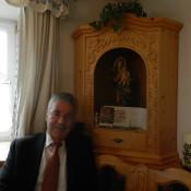 Der Herr Bundespräsident bei uns in der Stube beim Herrgottswinkel, neben einem Bild von ihm mit einer persönlichen Widmung