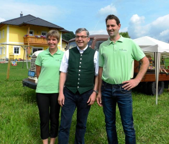 Landesrat Sepp Schwaiger besucht die Familie Wallner, deren Bioladen vor 10 Jahren gegründet wurde