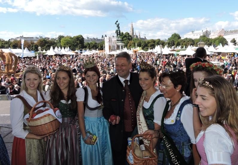 Erntedankfest in Wien auf dem Heldenplatz vor über 280 000 Besuchern