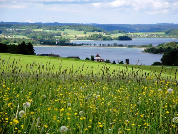 Blick auf den Obertrummersee und Mattsee vom Aicherbauer in Seeham - fotografiert im Juni 2014 um 17.45