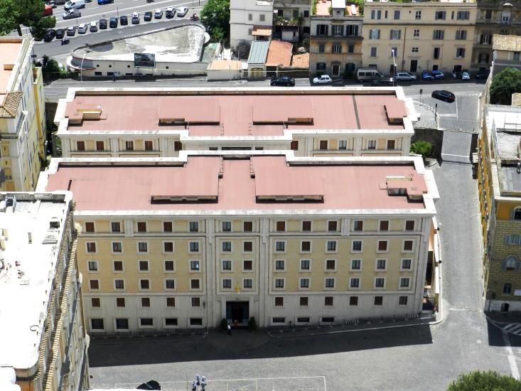 Hier das einfache Gästehaus Santa Marta, indem Papst Franziskus wohnt, obwohl im aller Prunk und Glanz des Vatikans zur Verfügung stünde. Ein echtes Vorbild für mich