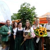 Gruppenbild mit Bürgermeisterin von Oberhofen