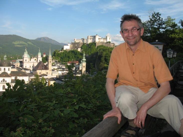 Helmut Mühlbacher über den Dächern von Salzburg