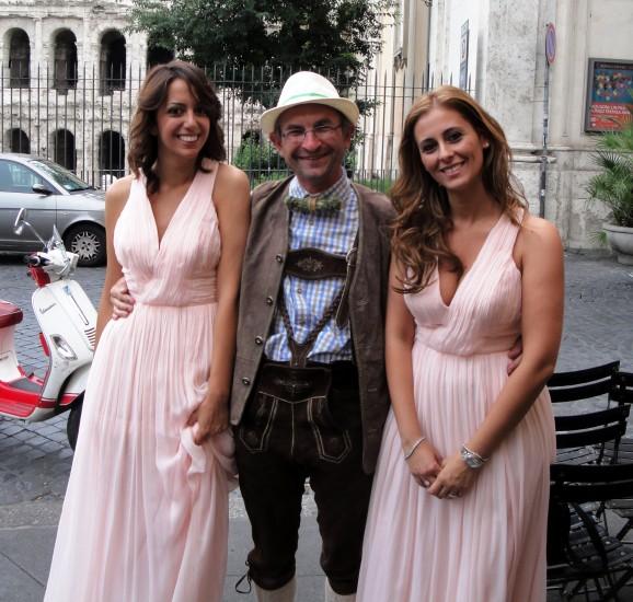 Helmut Mühlbacher mit schönen Frauen