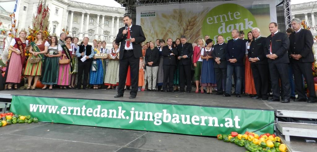 Heukönigin Lorena beim Erntedankfest in Wien 2014 Foto Helmut Mühlbacher (102)