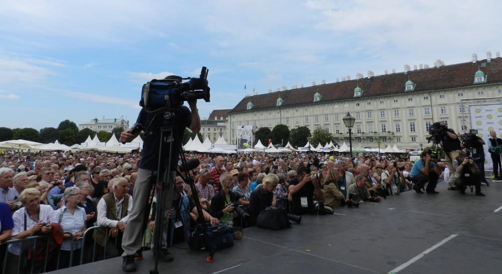 Neuer Besucherrekord, über 340 000 Menschen kamen zu diesem Erntedankfest am Wiener Heldenplatz 2014