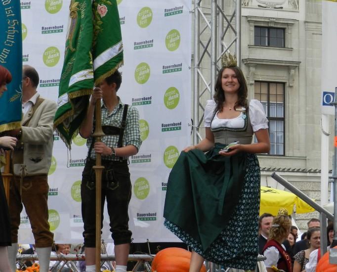 Heukönigin Lorena beim Erntedankfest in Wien 2014 Foto Helmut Mühlbacher (94)
