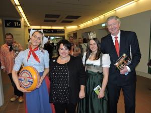 Heukönigin Lorena mit der Agrarministerin aus Holland Sharon Dijksma