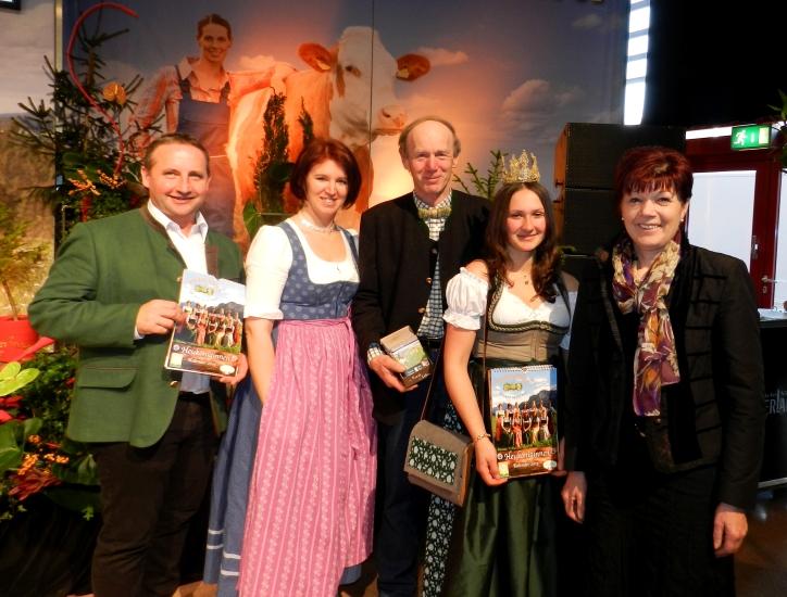 Obmann Arge Heumilch Neuhofer Karl, Michaela Langer Weninger, Keil Franz, Lorena und Landesbäuerin OÖ Annemarie Brunner