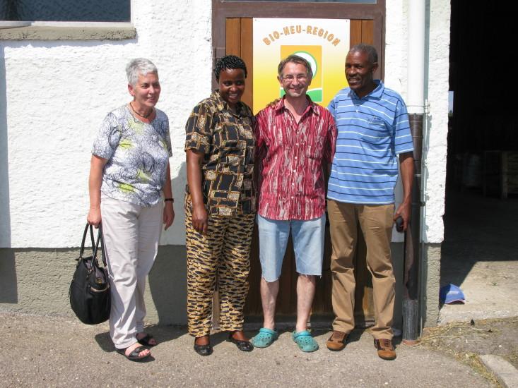 Anni Weinberger und ich mit Mary und Senkondo aus Tansania fotografiert von Franz Weinberger
