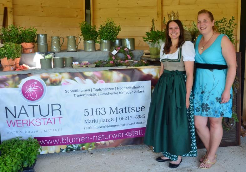 Königin Lorena mit Katrin Huber von der Naturwerkstatt in Mattsee