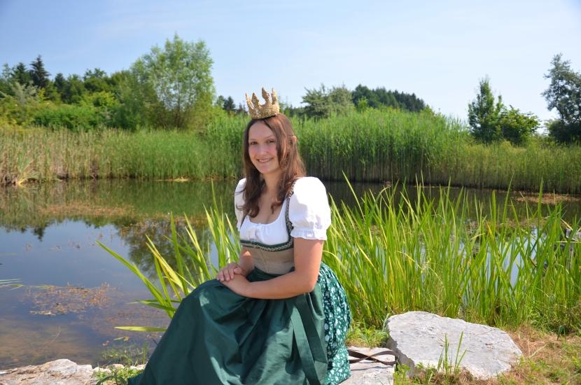 Königin Lorena im Kräutergarten 4