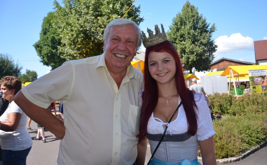 Königin Maria mit Johann Heuras 2. Landtagspräsident NÖ