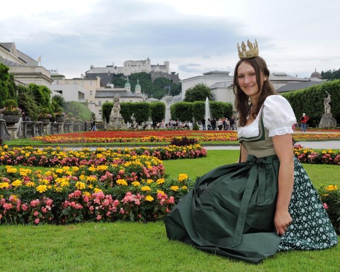 Die Königin der Bio-Heu-Region Lorena I im Mirabellgarten