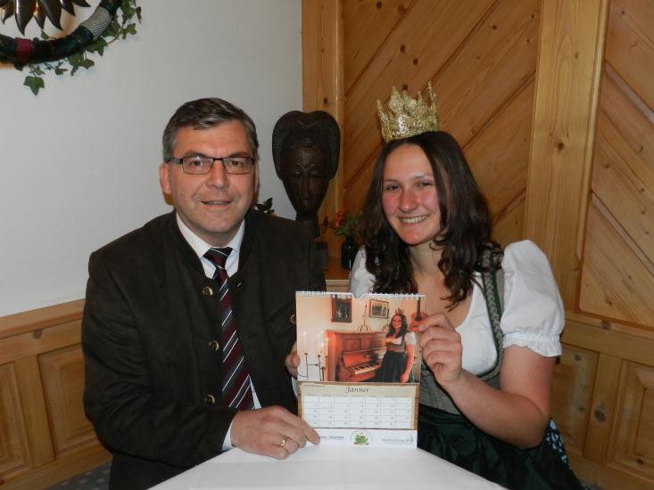 Landesrat Sepp Schwaiger mit Heukönigin Lorena Grabner