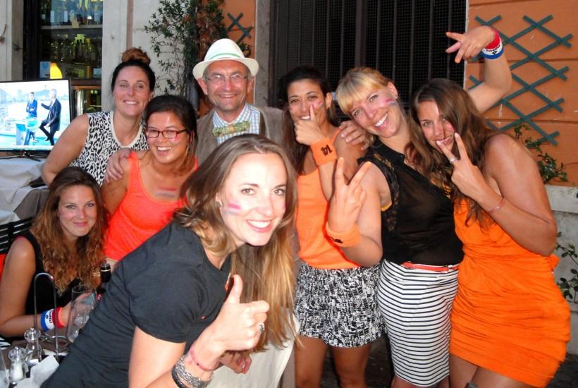 Lebensfreude in ROM nach dem Sieg der Holländer, ich wurde eingeladen mitzufeiern