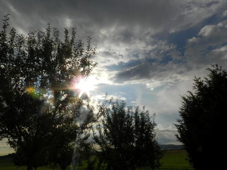 Die dunklen Wolken der Angst werden verdrängt durch das Licht Gottes