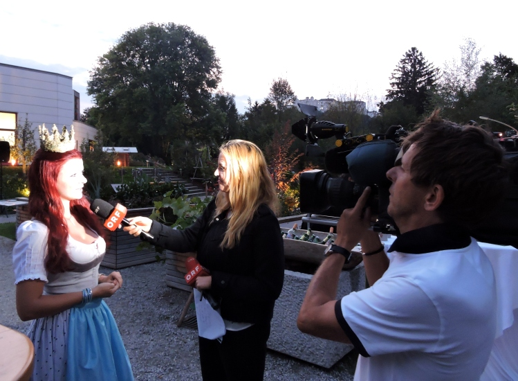 Maria im Fernsehinterview mit Christina Sonntag