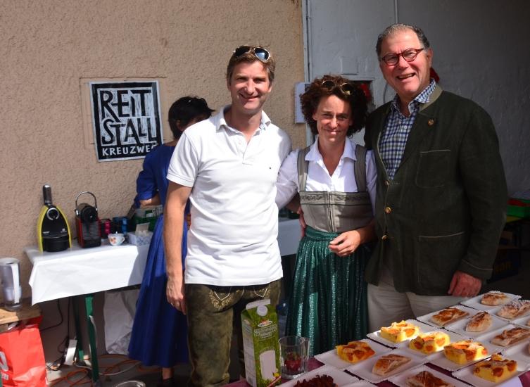 Familie Wimmer vom Reitstall Kreuzweg und Herr Steffen, der Organisator der Pferdekutschengala