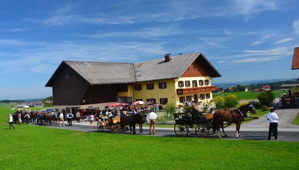 Raststation beim Fuchsnbauer in Geiersberg, wo nicht nur die Gäste sondern auch die Pferde bestens versorgt wurden. Alles organisiert und durchgeführt durch Fam. Wimmer dem Reitstall Kreuzweg