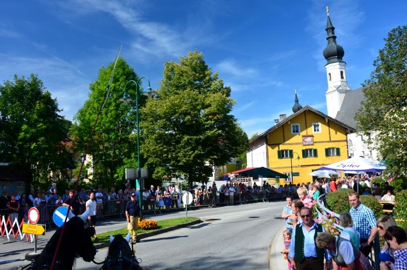 Einfahrt in den Ortskern von Berndorf