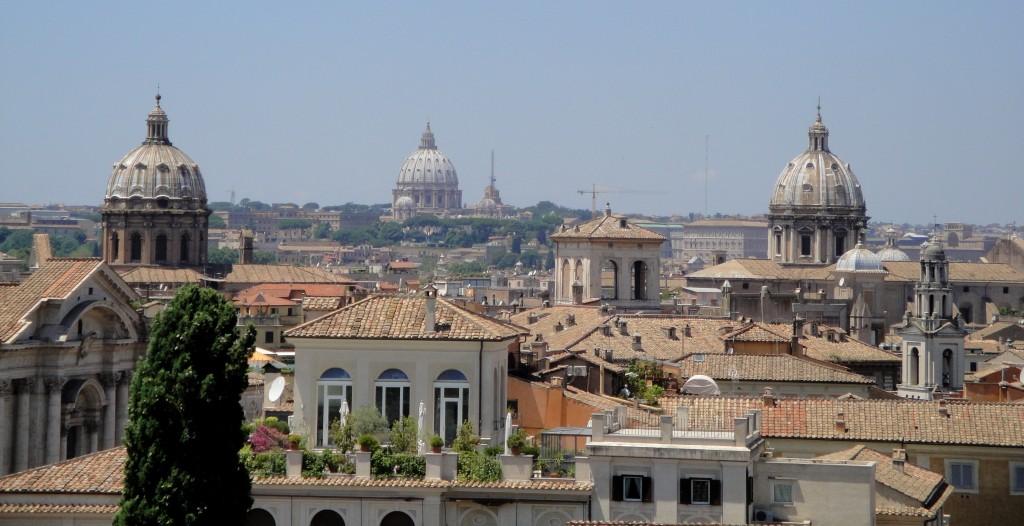 ROM - Übersicht mit Petersdom im Hintergrund