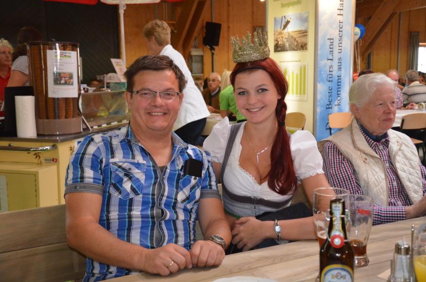 Herr Niedermüller von der Salzburg Milch mit Maria Mühlbacher