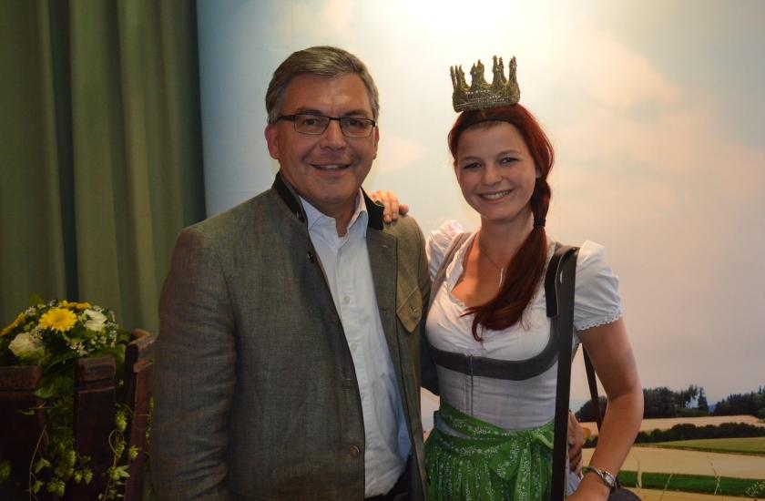 Landesrat Sepp Schwaiger und die Königin der Bio-Heu-Region kommen ja beide aus Berndorf bei Salzburg