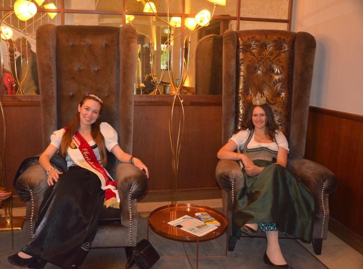 Milchkönigin Ingrid und die Königin aus der Bio-Heu-Region ergibt zusammen die Heumilch Königin :)
