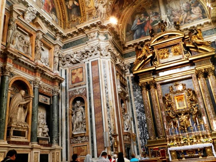 Dies ist nur ein Seitenaltar der Kirche Santa Maria Maggiore, eine der 4 Papstkirchen Roms
