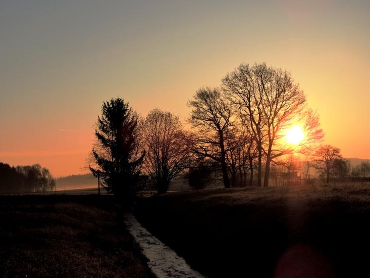 Sonnenaufgang in Kreised in der Bio-Heu-Region im Juni 2015